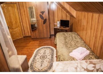 Люкс 4-местный Семейный (Малый корпус)| Отель «Кристалл» Домбай