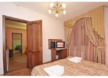 Люкс 2-местный 3-комнатный (Основной корпус)| Отель «Кристалл» Домбай